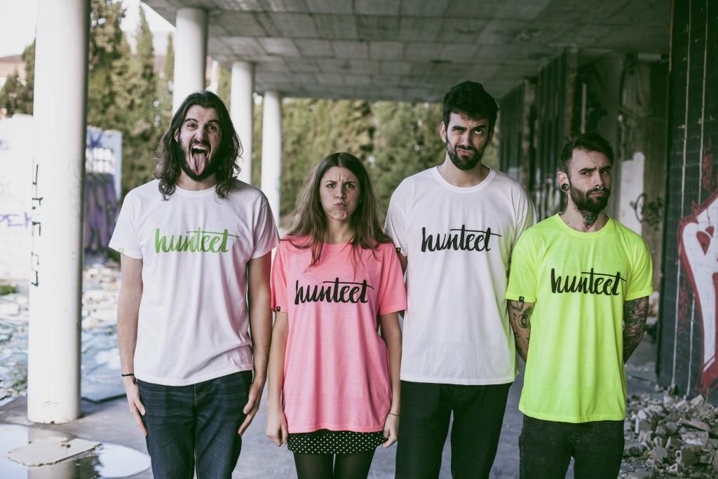 Foto de grupo con las camisetas Hunteet en todos los colores