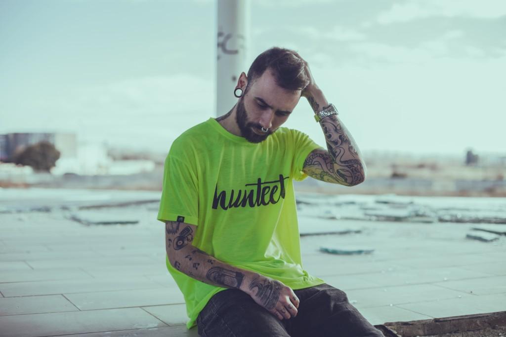 @estebanmodel luciendo una de las camisetas Hunteet