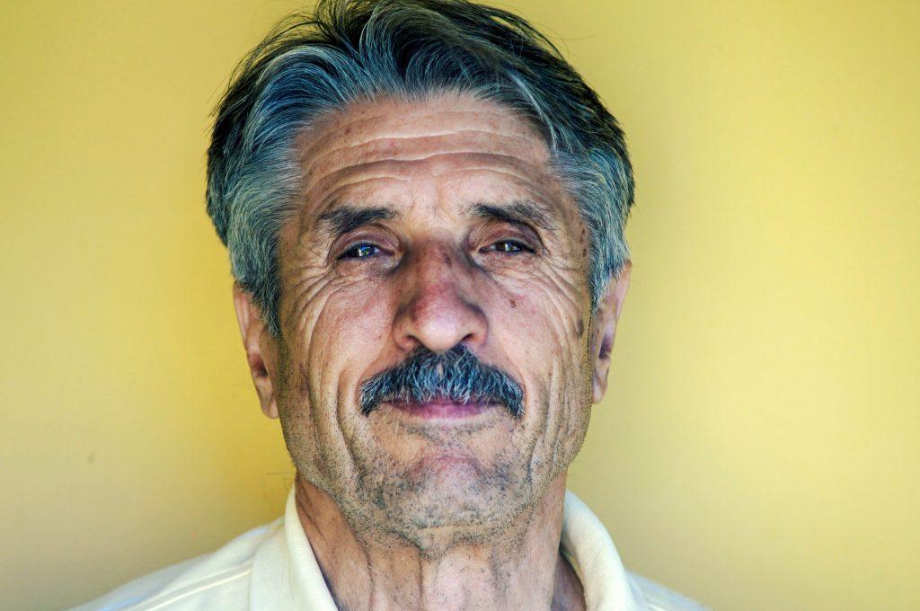 Señor con un más que depurado bigote de Movember