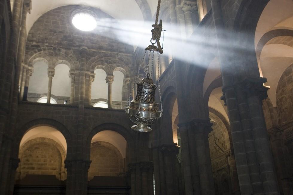 El Botafumeiro, el inciensario característico de la Catedral de Santiago de Compostela. Espectáculo para disfrutar al final del Camino de Santiago.