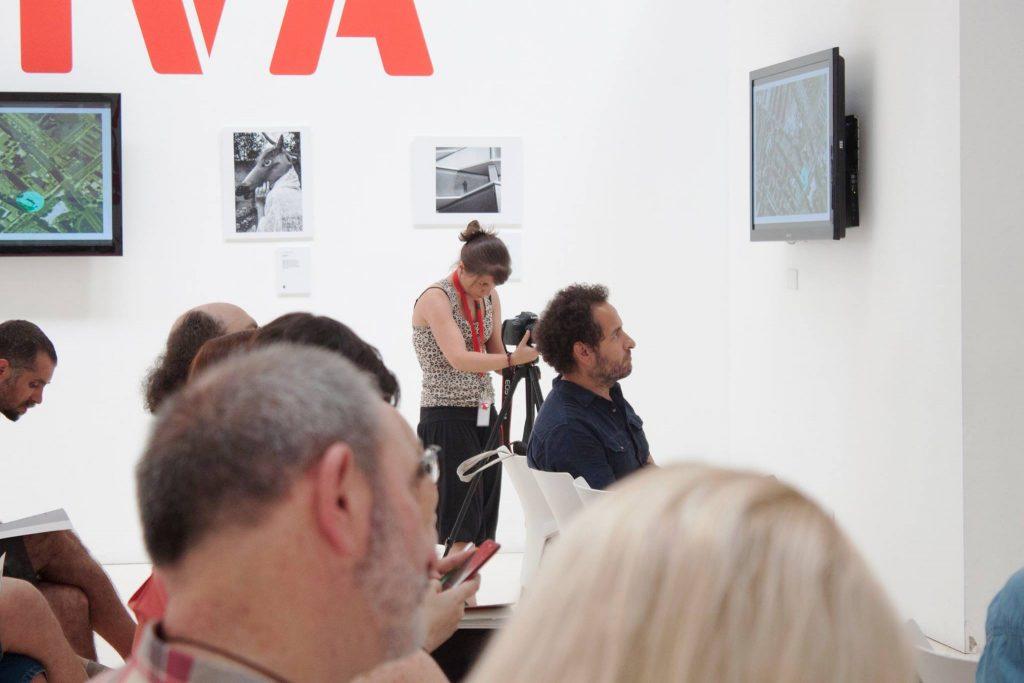 Isabel Aparicio enfocando en Zaragoza Activa con Gröna Comunicación