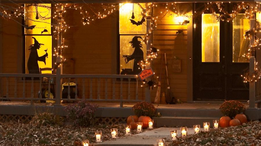 Decoración de una casa en Norteamérica en Halloween, donde la fiesta está muy arraigada a la tradición popular