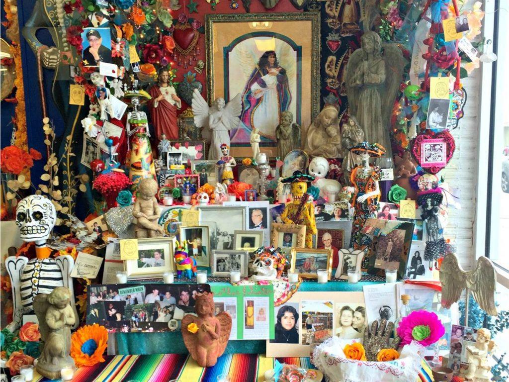 Tumba decorada para el Día de los Muertos en México