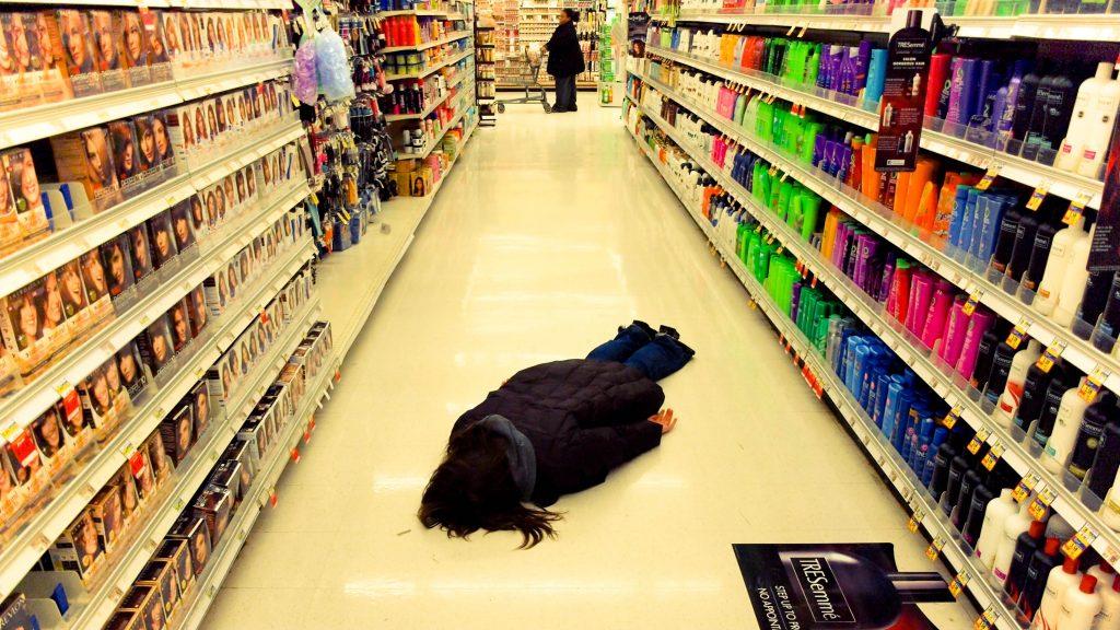 El planking hazte una foto tumbado sobre cualquier cosa en cualquier lugar