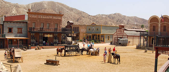 La ciudad del oeste de Almería un lugar para ir con tus amigos a divertirte