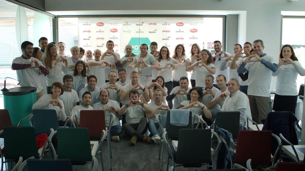 Los 45 trabajadores de las distintas empresas del I Programa Por ti de Responsabilidad Social Cooperativa unidos para mejorar los hábitos de vida con diversión en Hunteet