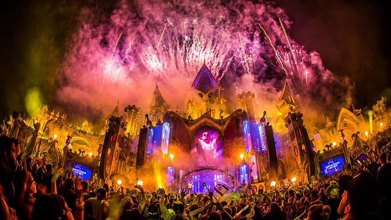 Tomorrowland The Story of Planaxis cuando llega la noche comienza la magia