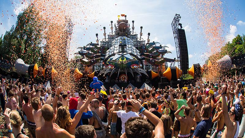 Tomorrowland The Story of Planaxis es un festival muy divertido de música electrónica