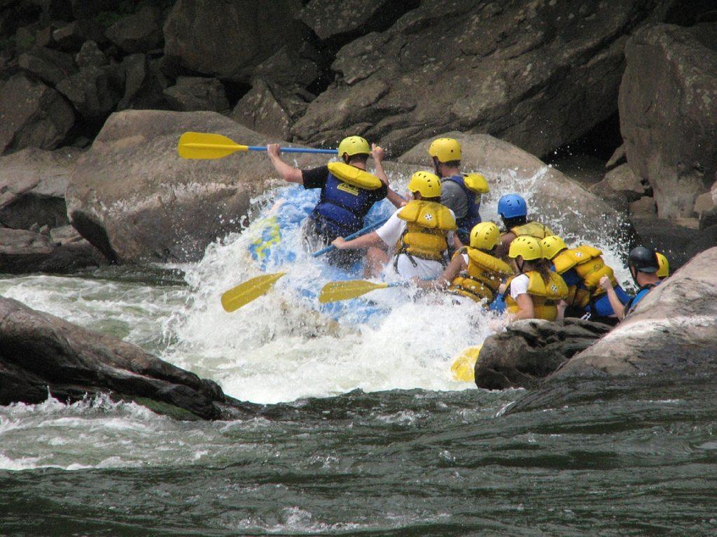 El ráfting una de las actividades más divertidas para hacer en verano