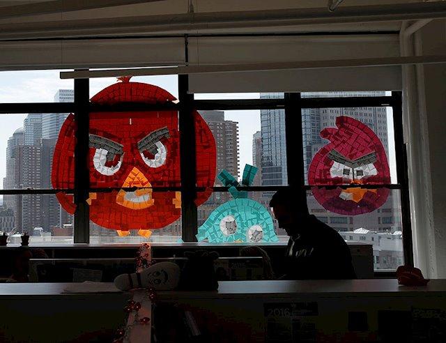Angry Birds hechos con post-its desde dentro de la oficina en la batalla de Canal Street en Manhattan