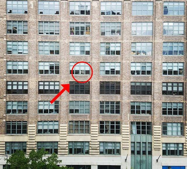 El primer mensaje diciendo Hola (HI) que encendió la llama de la batalla de post-its en Manhattan en el 2016