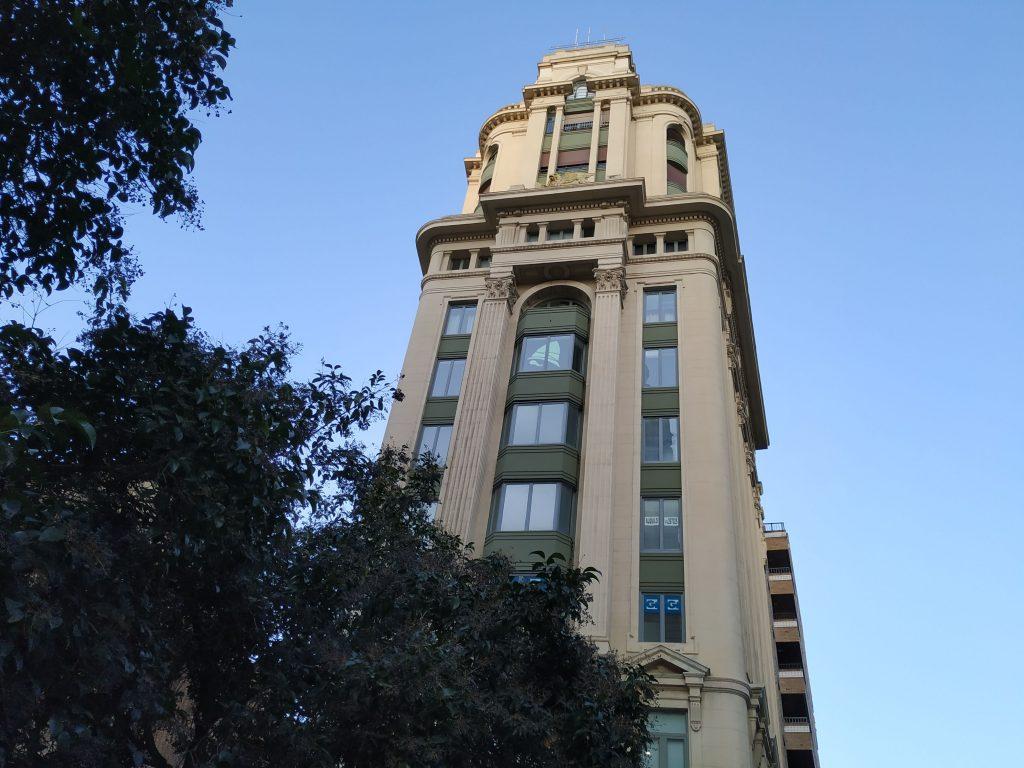 Hunteet se suma a la batalla de post-its y promete una guerra (de creativivdad) sin cuartel en el edificio La Adriática de Zaragoza