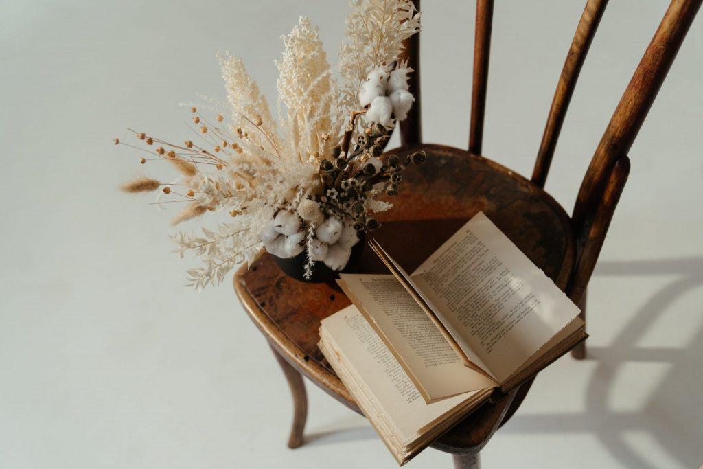 Los-libros-recomendados-por-nuestro-equipo-Hunteet-para-el-Día-del-Libro-2048x1365-1